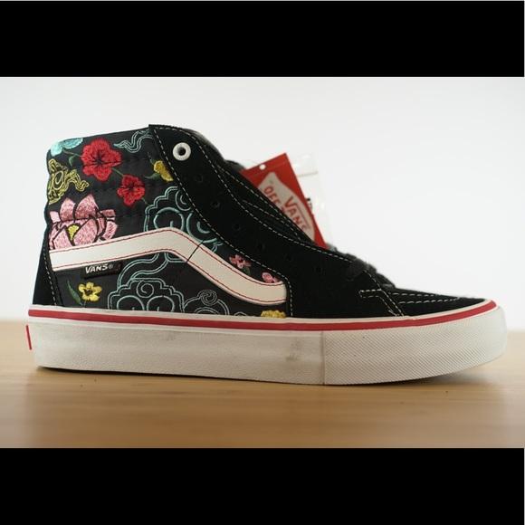 b2e4b74e545f68 Vans Sk8 Hi Pro Lizzie Armanto Black Floral Casual